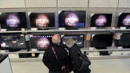 DDM/MICHEL VIALA LE RAYON DES  TELEVISEURS  A CARREFOUR PORTET  ILLUSTRATION  TELEVISION  ACHATS