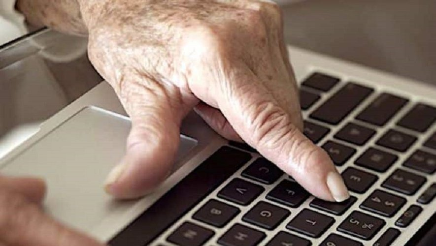 """Lutter contre la fracture numérique des seniors par la """"e-inclusion"""""""